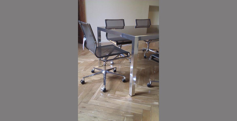 Sala riunione elegante e di design per studio medico in un importante ...