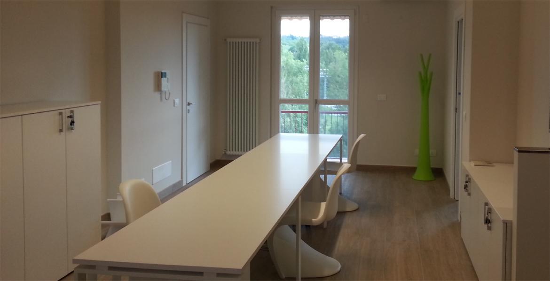 Nuovo ufficio direzionale per studio tecnico con scrivania a ponte per ...
